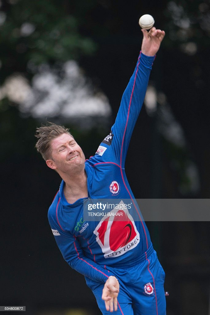 Michael Clarke of the Kowloon Cantons bowls against Hung Hom JD Jaguars during the Hong Kong T20 Blitz cricket tournament in Hong Kong on May 28, 2016. Former Australia captain Michael Clarke on May 27 said his body felt 15 years younger after a spell away from cricket as he prepared for a comeback at the Hong Kong T20 Blitz. / AFP / TENGKU