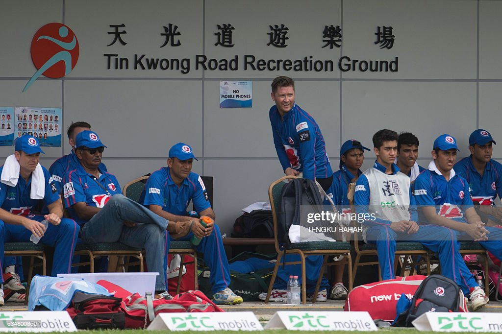 Michael Clarke of the Kowloon Cantons (C, standing) looks on with teammates after he was dismissed for six runs while playing against Hung Hom JD Jaguars during the Hong Kong T20 Blitz cricket tournament in Hong Kong on May 28, 2016. Former Australia captain Michael Clarke on May 27 said his body felt 15 years younger after a spell away from cricket as he prepared for a comeback at the Hong Kong T20 Blitz. / AFP / TENGKU
