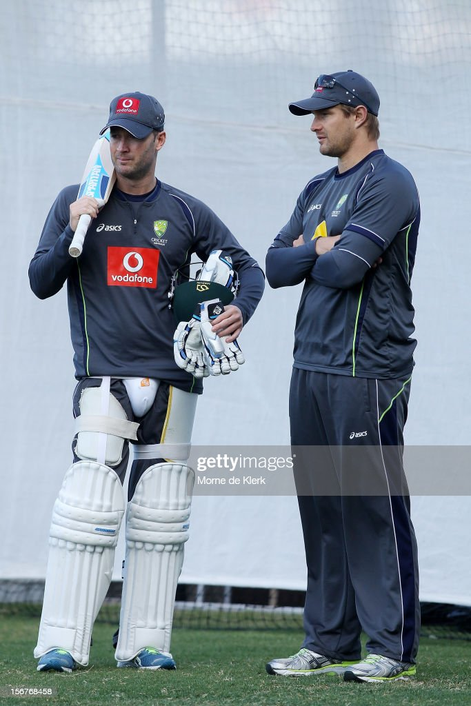 Michael Clarke talks to <a gi-track='captionPersonalityLinkClicked' href=/galleries/search?phrase=Shane+Watson+-+Jogador+de+cr%C3%ADquete&family=editorial&specificpeople=171874 ng-click='$event.stopPropagation()'>Shane Watson</a> during an Australian training session at Adelaide Oval on November 21, 2012 in Adelaide, Australia.