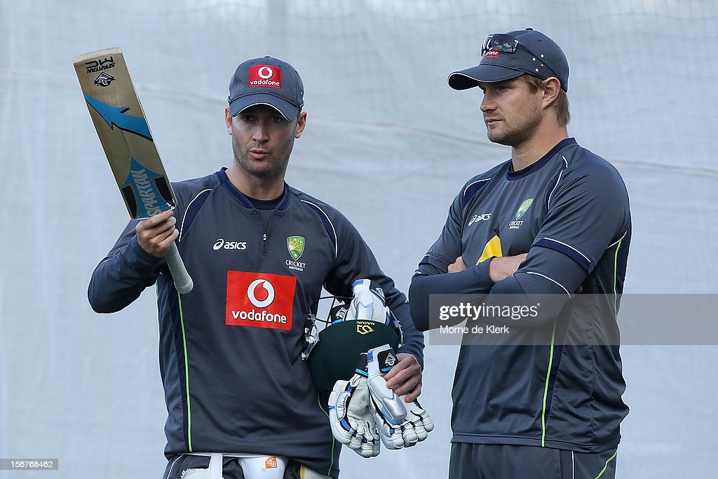 Michael Clarke talks to <a gi-track='captionPersonalityLinkClicked' href=/galleries/search?phrase=Shane+Watson+-+Jugador+de+cr%C3%ADquet&family=editorial&specificpeople=171874 ng-click='$event.stopPropagation()'>Shane Watson</a> during an Australian training session at Adelaide Oval on November 21, 2012 in Adelaide, Australia.
