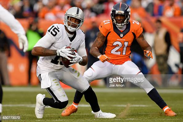 Denver Broncos vs. against the Oakland Raiders, NFL Week 17 : News Photo