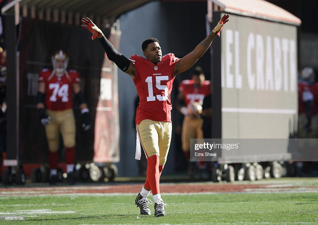 Michael Crabtree of the San Francisco 49ers enters the playing field against the Arizona Cardinals at Levi's Stadium on December 28 2014 in Santa...