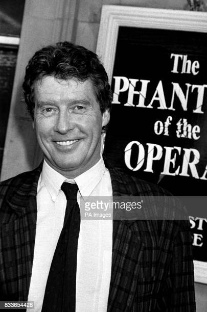 Michael Crawford star of the hit musical 'Phantom of the opera' at the stage door Crawford returns after doctors had ordered hm off stage for two...