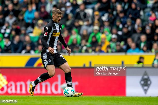 Michael Cuisance of Borussia Moenchengladbach controls the ball during the Bundesliga match between Borussia Moenchengladbach and Hannover 96 at...