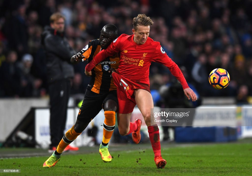 Michael Dawson of Hull City (L) and Lucas Leiva of Liverpool (R) battle for possession during the Premier League match between Hull City and Liverpool at KCOM Stadium on February 4, 2017 in Hull, England.