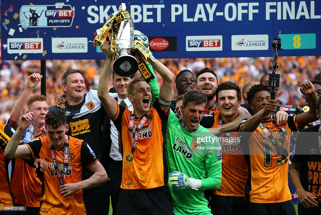 <a gi-track='captionPersonalityLinkClicked' href=/galleries/search?phrase=Michael+Dawson+-+Soccer+Player&family=editorial&specificpeople=453217 ng-click='$event.stopPropagation()'>Michael Dawson</a> of Hull City lifts the trophy after victory in the Sky Bet Championship Play Off Final match between Hull City and Sheffield Wednesday at Wembley Stadium on May 28, 2016 in London, England.