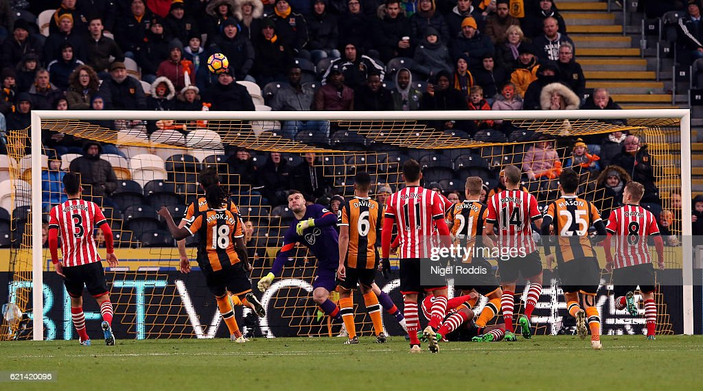 Michael Dawson of Hull City scores his sides second goal during the Premier League match between Hull City and Southampton at KC Stadium on November 6, 2016 in Hull, England.