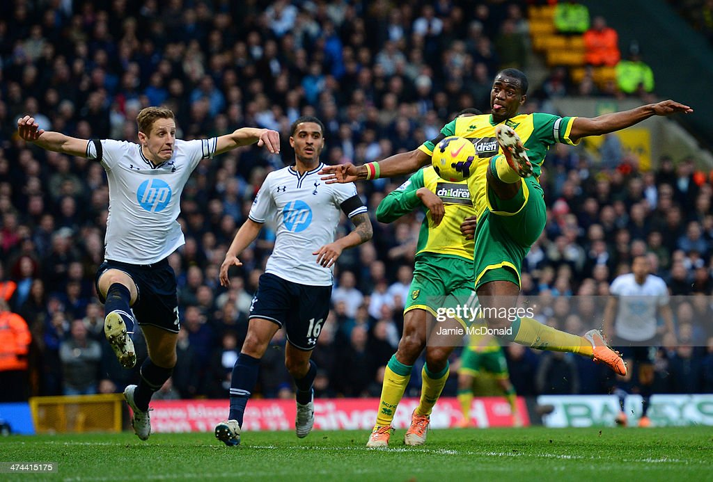 <a gi-track='captionPersonalityLinkClicked' href=/galleries/search?phrase=Michael+Dawson+-+Soccer+Player&family=editorial&specificpeople=453217 ng-click='$event.stopPropagation()'>Michael Dawson</a> of Tottenham Hotspur looks on as <a gi-track='captionPersonalityLinkClicked' href=/galleries/search?phrase=Sebastien+Bassong&family=editorial&specificpeople=2096918 ng-click='$event.stopPropagation()'>Sebastien Bassong</a> of Norwich City misses a chance at goal during the Barclays Premier League match between Norwich City and Tottenham Hotspur at Carrow Road on February 23, 2014 in Norwich, England.