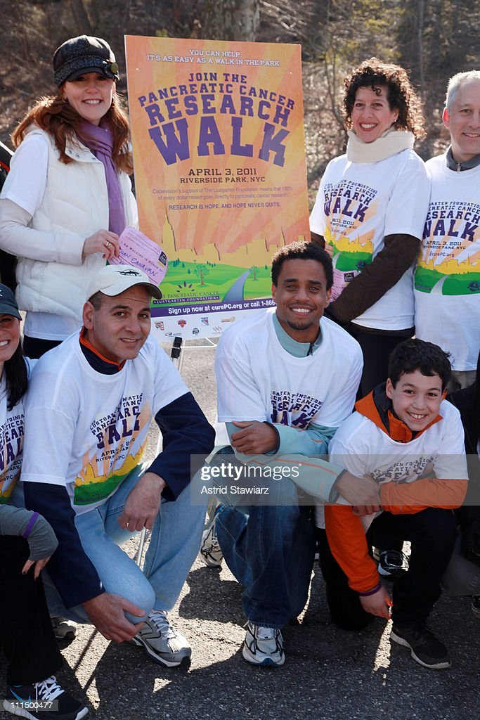 <a gi-track='captionPersonalityLinkClicked' href=/galleries/search?phrase=Michael+Ealy&family=editorial&specificpeople=227370 ng-click='$event.stopPropagation()'>Michael Ealy</a> leads (C) attends the 2011 Lustgarten Foundation's NY Pancreatic Cancer Research Walk at Riverside Park on April 3, 2011 in New York City.