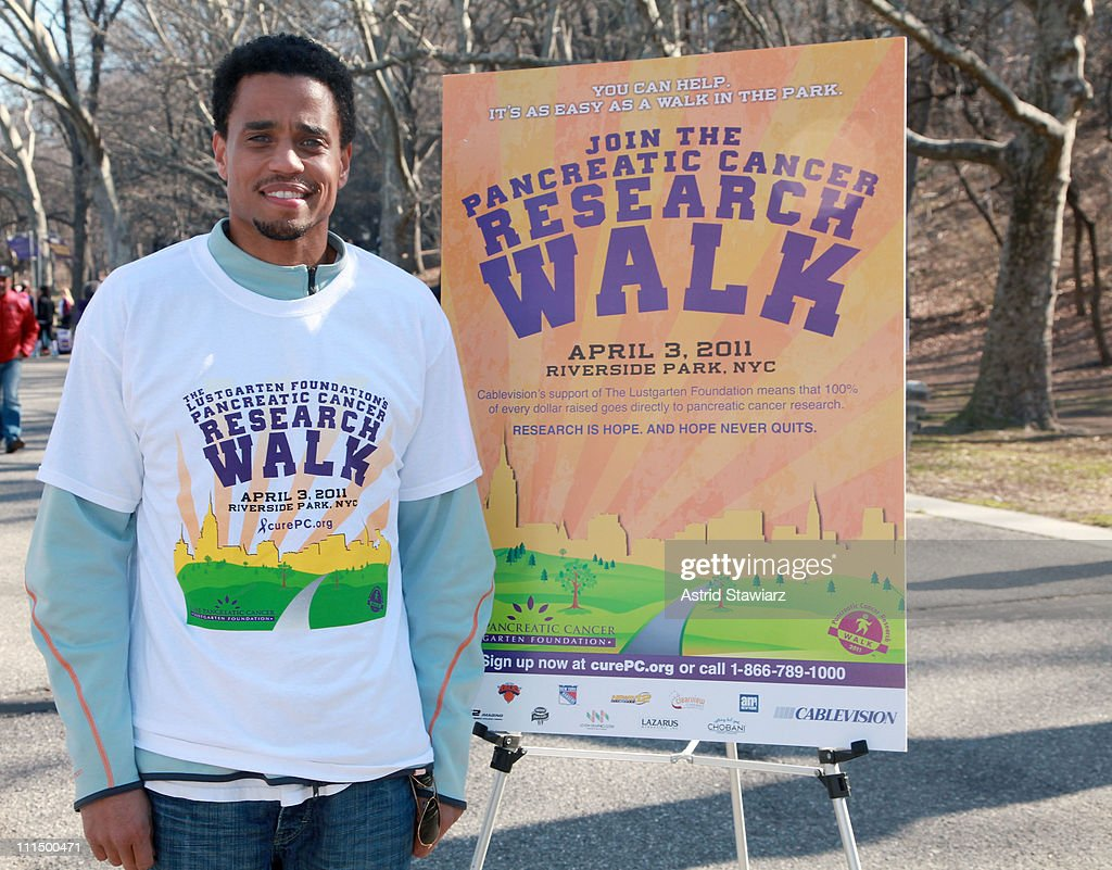 <a gi-track='captionPersonalityLinkClicked' href=/galleries/search?phrase=Michael+Ealy&family=editorial&specificpeople=227370 ng-click='$event.stopPropagation()'>Michael Ealy</a> leads the 2011 Lustgarten Foundation's NY Pancreatic Cancer Research Walk at Riverside Park on April 3, 2011 in New York City.