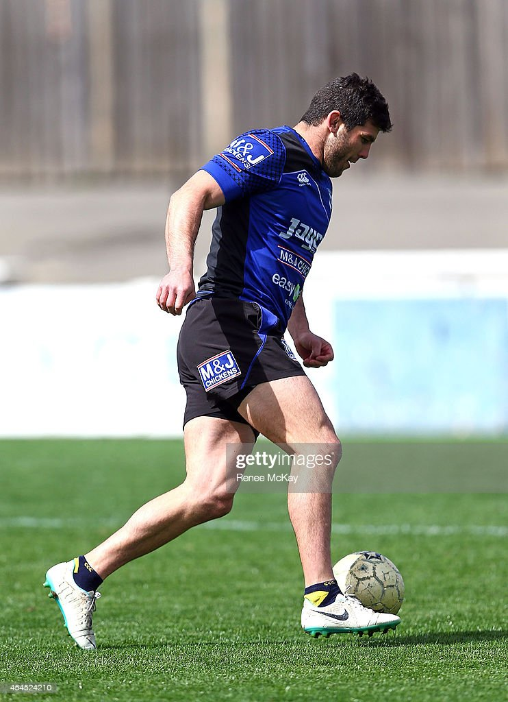 <a gi-track='captionPersonalityLinkClicked' href=/galleries/search?phrase=Michael+Ennis&family=editorial&specificpeople=224839 ng-click='$event.stopPropagation()'>Michael Ennis</a> kicks the ball during a Canterbury Bulldogs NRL training session at Belmore Sports Ground on September 3, 2014 in Sydney, Australia.
