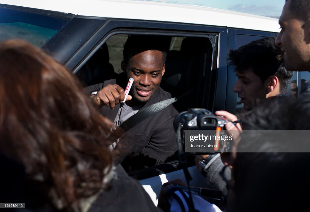 <a gi-track='captionPersonalityLinkClicked' href=/galleries/search?phrase=Michael+Essien&family=editorial&specificpeople=523500 ng-click='$event.stopPropagation()'>Michael Essien</a> of Real Madrid signs autographs to fans waiting outside the Real Madrid training ground after a training session ahead of the UEFA Champions League match between Real Madrid CF and Manchester United at the Valdebebas training ground on February 12, 2013 in Madrid, Spain.