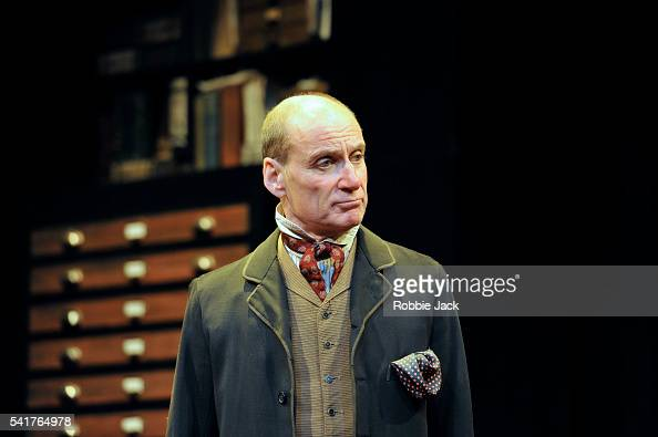 alfred doolittle pygmalion In pygmalion, alfred doolittle was much more than a fool casted for comic relief he was an instrument that shaw used to express satirical views on members of the upper classes he was an instrument that shaw used to express satirical views on members of the upper classes.