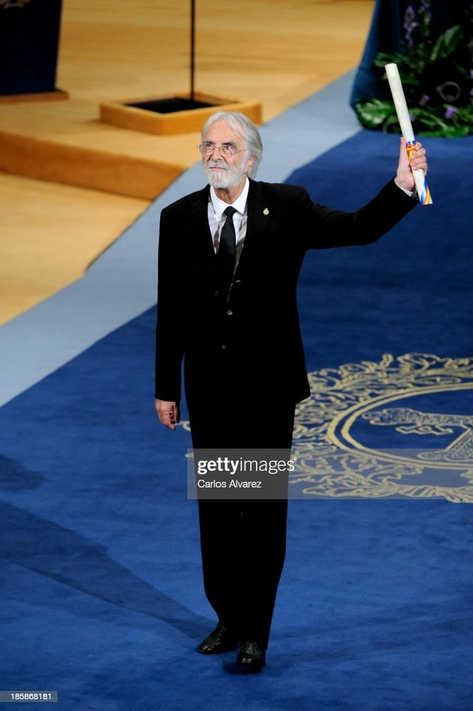 <a gi-track='captionPersonalityLinkClicked' href=/galleries/search?phrase=Michael+Haneke&family=editorial&specificpeople=233739 ng-click='$event.stopPropagation()'>Michael Haneke</a> receives the Prince of Asturias Award for the Arts during the 'Prince of Asturias Awards 2013' ceremony at the Campoamor Theater on October 25, 2013 in Oviedo, Spain.