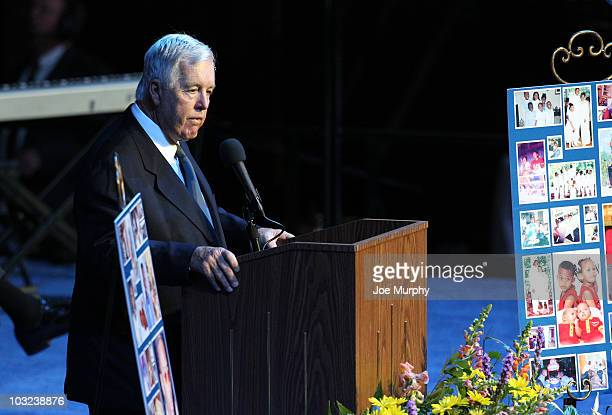 Michael Heisley majority owner of the Memphis Grizzlies speaks during a memorial service honoring the life of Lorenzen Wright on August 4 2010 at...