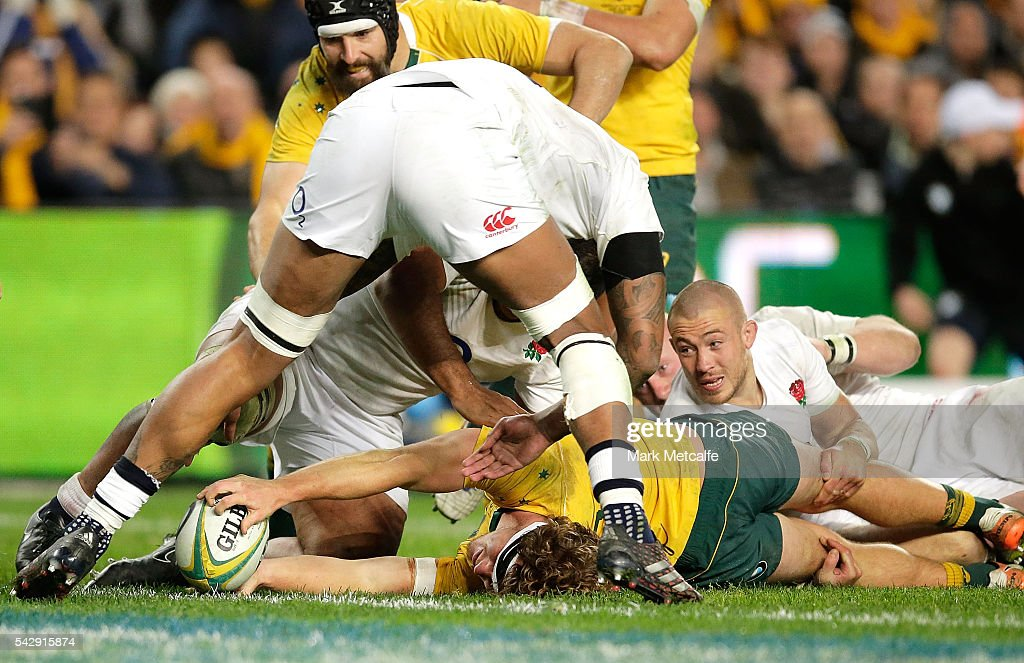 Michael Hooper of the Wallabies scores a try during the International Test match between the Australian Wallabies and England at Allianz Stadium on June 25, 2016 in Sydney, Australia.