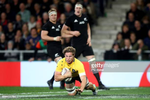 Michael Hooper of the Wallabies scores a try during The Rugby Championship Bledisloe Cup match between the New Zealand All Blacks and the Australia...