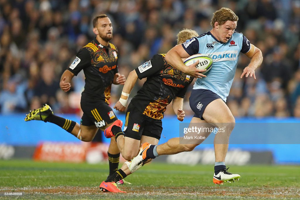 <a gi-track='captionPersonalityLinkClicked' href=/galleries/search?phrase=Michael+Hooper&family=editorial&specificpeople=676799 ng-click='$event.stopPropagation()'>Michael Hooper</a> of the Waratahs breaks away to score a try during the round 14 Super Rugby match between the Waratahs and the Chiefs at Allianz Stadium on May 27, 2016 in Sydney, Australia.