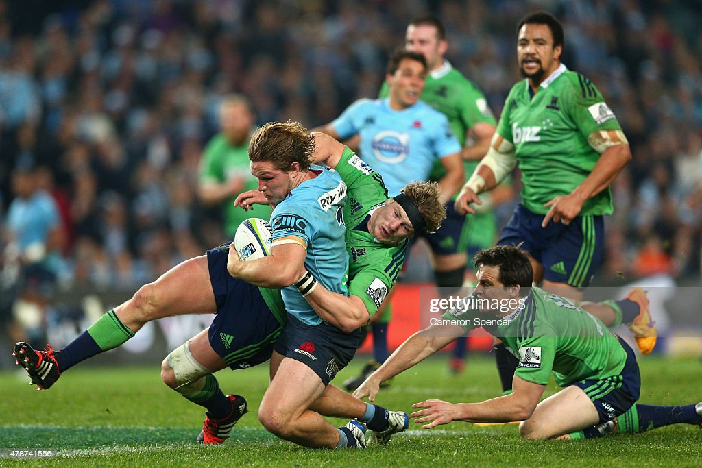 Michael Hooper of the Waratahs makes a break during the Super Rugby Semi Final match between the Waratahs and the Highlanders at Allianz Stadium on June 27, 2015 in Sydney, Australia.