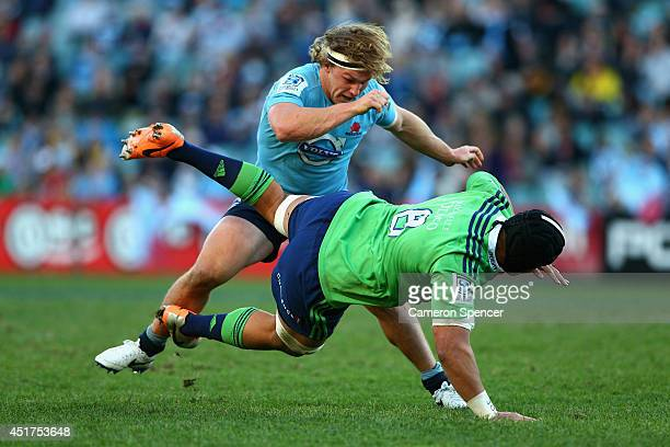 Michael Hooper of the Waratahs tackles Nasi Manu of the Highlanders during the round 18 Super Rugby match between the Waratahs and the Highlanders at...