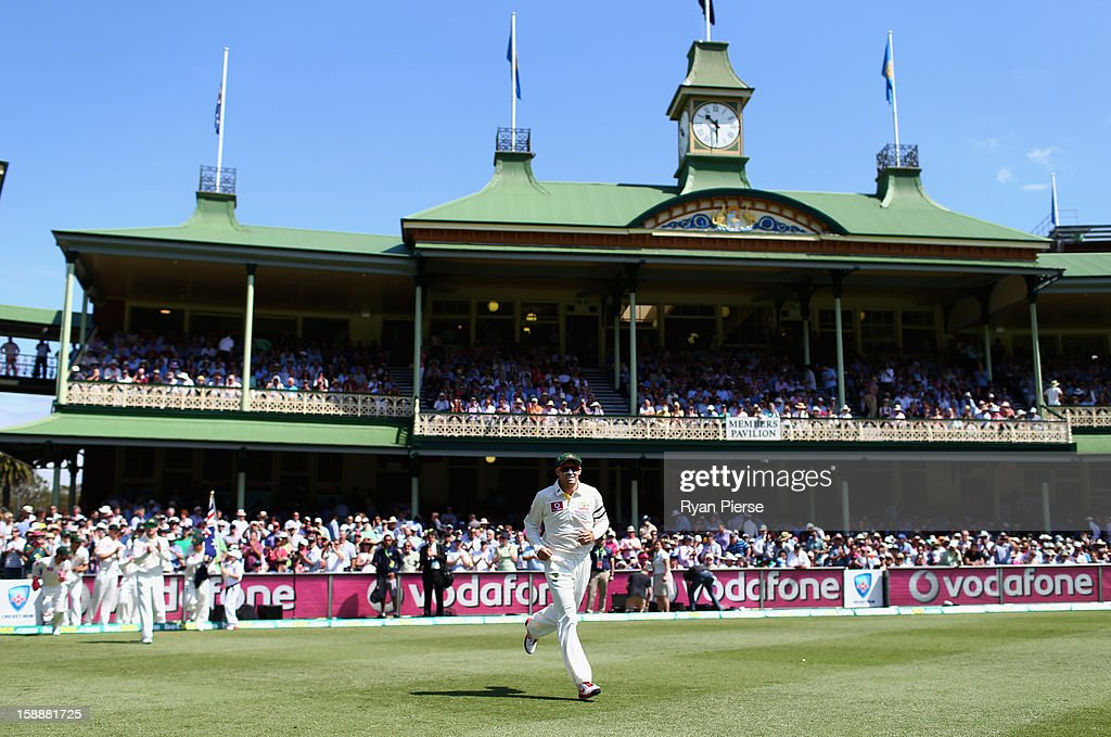 <a gi-track='captionPersonalityLinkClicked' href=/galleries/search?phrase=Michael+Hussey&family=editorial&specificpeople=171690 ng-click='$event.stopPropagation()'>Michael Hussey</a> of Australia leads his team onto the field for his final test during day one of the Third Test match between Australia and Sri Lanka at Sydney Cricket Ground on January 3, 2013 in Sydney, Australia.