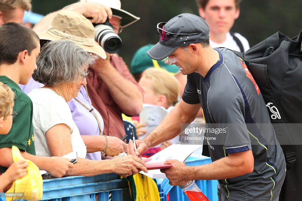 <a gi-track='captionPersonalityLinkClicked' href=/galleries/search?phrase=Michael+Hussey&family=editorial&specificpeople=171690 ng-click='$event.stopPropagation()'>Michael Hussey</a> of Australia signs autographs for the public after an Australian nets session at Sydney Cricket Ground on January 2, 2013 in Sydney, Australia.