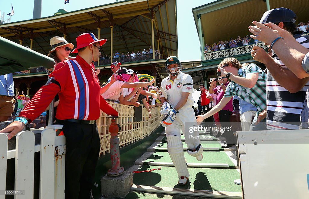 <a gi-track='captionPersonalityLinkClicked' href=/galleries/search?phrase=Michael+Hussey&family=editorial&specificpeople=171690 ng-click='$event.stopPropagation()'>Michael Hussey</a> of Australia walks out to bat for the last time in his Test career during day four of the Third Test match between Australia and Sri Lanka at Sydney Cricket Ground on January 6, 2013 in Sydney, Australia.
