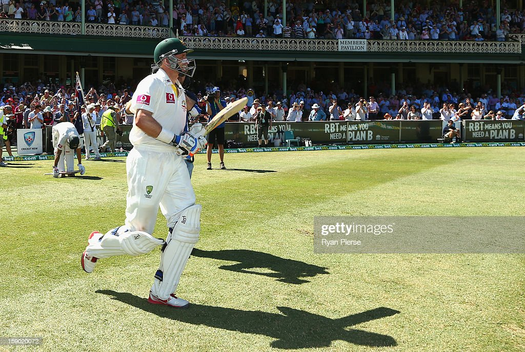 Michael Hussey of Australia walks out to bat for the last time in his Test career during day four of the Third Test match between Australia and Sri Lanka at Sydney Cricket Ground on January 6, 2013 in Sydney, Australia.