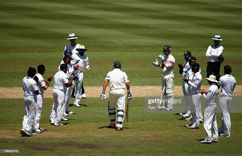 Michael Hussey of Australia walks out to bat through a guard of honour by the Sri Lankan team during his last test during day two of the Third Test match between Australia and Sri Lanka at Sydney Cricket Ground on January 4, 2013 in Sydney, Australia.