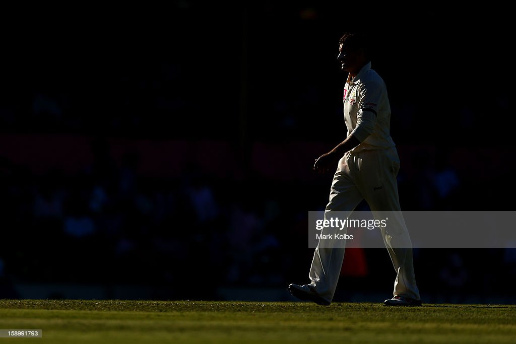 <a gi-track='captionPersonalityLinkClicked' href=/galleries/search?phrase=Michael+Hussey&family=editorial&specificpeople=171690 ng-click='$event.stopPropagation()'>Michael Hussey</a> of Australia walks to his mark to bowl during day three of the Third Test match between Australia and Sri Lanka at Sydney Cricket Ground on January 5, 2013 in Sydney, Australia.