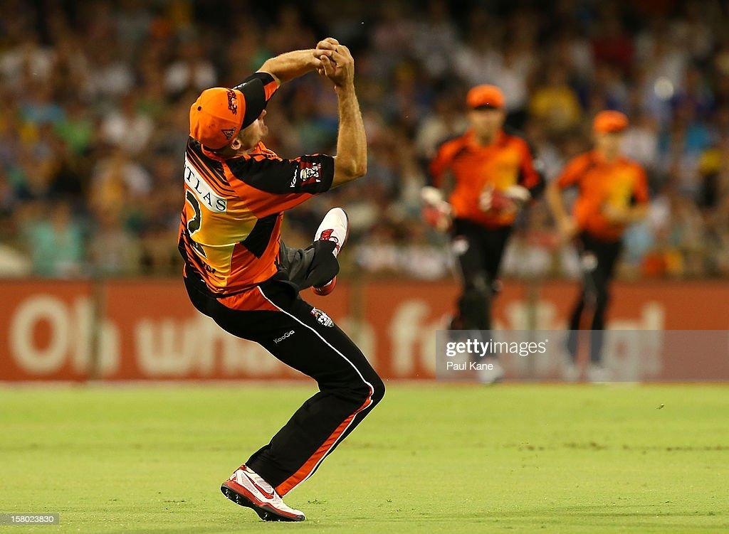 <a gi-track='captionPersonalityLinkClicked' href=/galleries/search?phrase=Michael+Hussey&family=editorial&specificpeople=171690 ng-click='$event.stopPropagation()'>Michael Hussey</a> of the Scorchers catches Michael Klinger of the Strikers during the Big Bash League match between the Perth Scorchers and Adelaide Strikers at WACA on December 9, 2012 in Perth, Australia.
