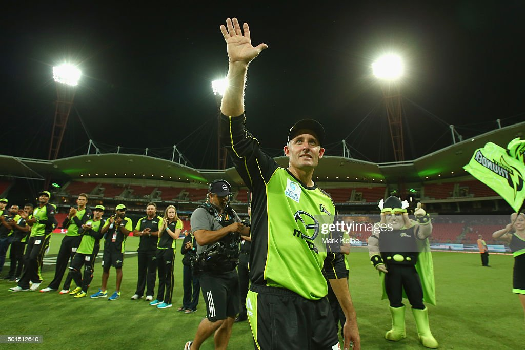 <a gi-track='captionPersonalityLinkClicked' href=/galleries/search?phrase=Michael+Hussey&family=editorial&specificpeople=171690 ng-click='$event.stopPropagation()'>Michael Hussey</a> of the Thunder waves to the crowd as he leaves the field through a guard of honour during the Big Bash League match between the Sydney Thunder and the Melbourne Renegades at Spotless Stadium on January 11, 2016 in Sydney, Australia.