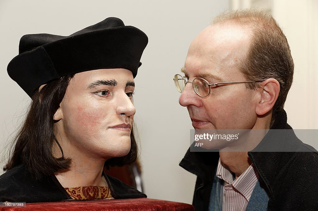 Michael Ibsen, (R) a descendant of England's King Richard III, poses for pictures with a plastic model made from the recently discovered skull of the king, during a press conference in London, on February 5, 2013. The face of England's king Richard III was revealed for the first time in more than 500 years on Tuesday following a reconstruction of his skeleton found underneath a carpark.