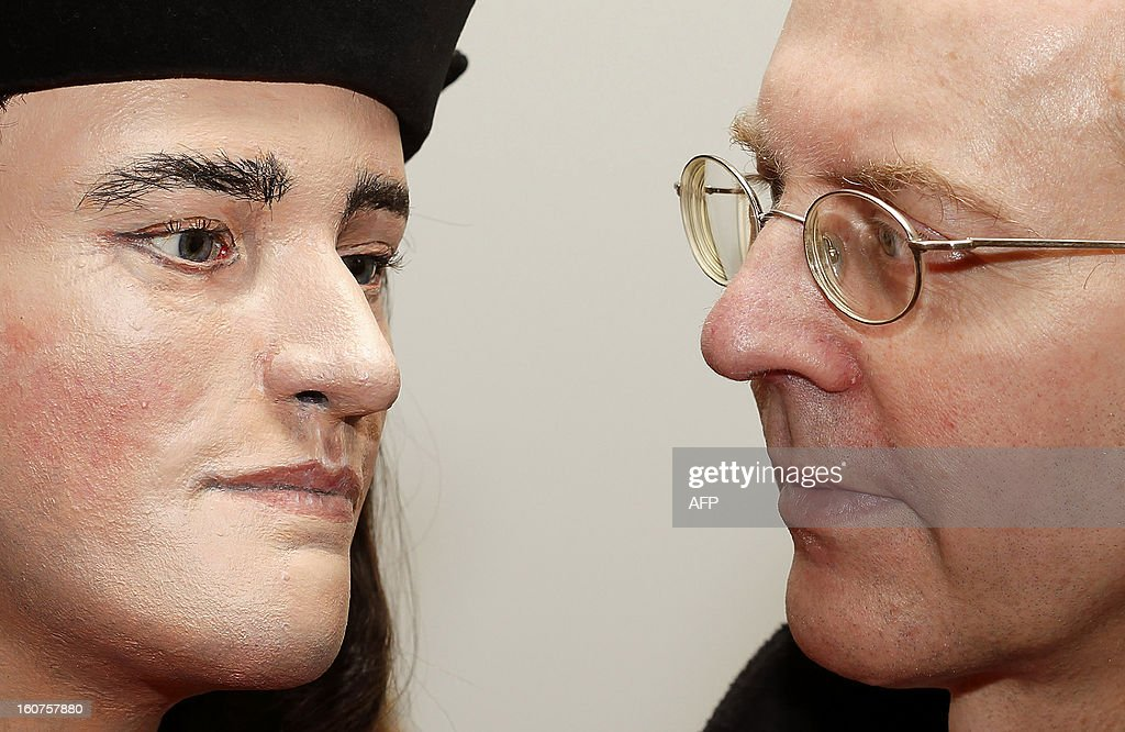 Michael Ibsen, (R) a descendant of England's King Richard III, poses for pictures with a plastic facial model made from the recently discovered skull of the king, during a press conference in London, on February 5, 2013. The face of England's King Richard III was revealed for the first time in more than 500 years on Tuesday following a reconstruction of his skeleton found underneath a carpark.