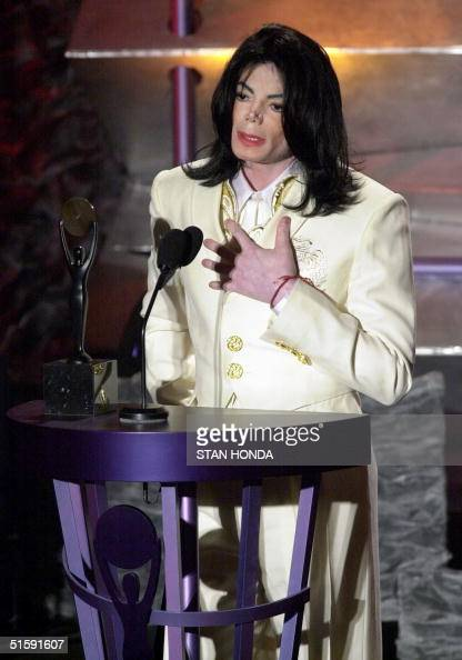 Michael Jackson accepts his induction into the Rock and Roll Hall of Fame 19 March 2001 during the 16th annual dinner at the Waldorf Astoria Hotel in...