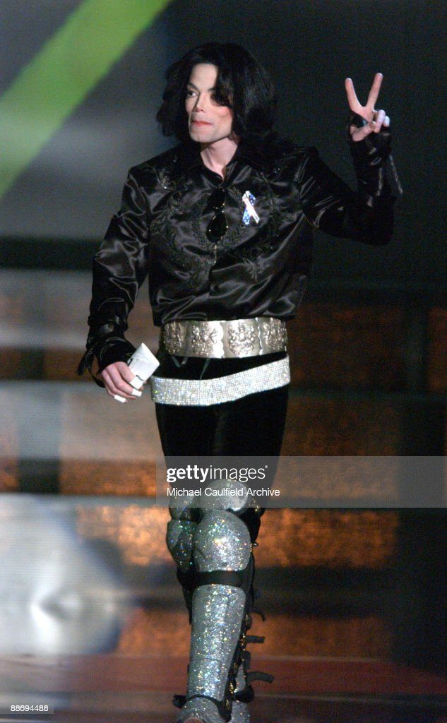 <a gi-track='captionPersonalityLinkClicked' href=/galleries/search?phrase=Michael+Jackson&family=editorial&specificpeople=70011 ng-click='$event.stopPropagation()'>Michael Jackson</a> accepts the Humanitarian Award at the 2003 Radio Music Awards