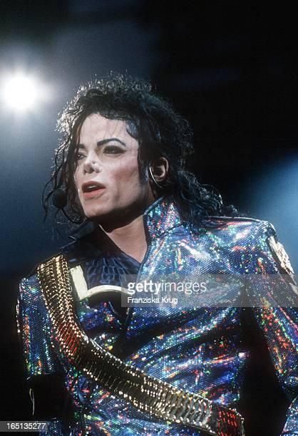 Michael Jackson Bei Seiner 'Dangerous' Tour Im Volksparkstadion In Hamburg Am