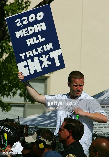 Michael Jackson fan Sean Paterson of Englad holds up a message about the media out front the courthouse at the Michael Jackson child molestation...