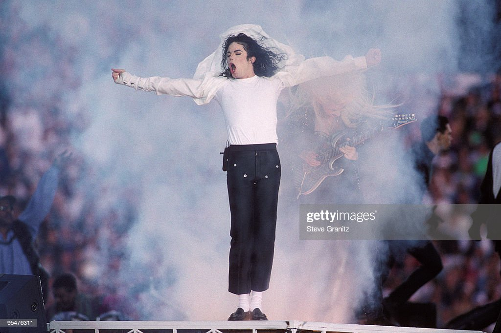 <a gi-track='captionPersonalityLinkClicked' href=/galleries/search?phrase=Michael+Jackson&family=editorial&specificpeople=70011 ng-click='$event.stopPropagation()'>Michael Jackson</a> performs at the Super Bowl XXVII Halftime show at the Rose Bowl on January 31, 1993 in Pasadena, California.