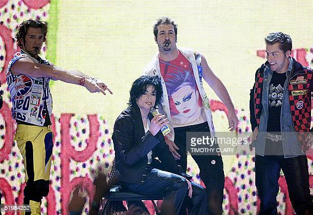 Michael Jackson performs with NSYNC at the 2001 MTV Video Music Wards 06 September in New York Jackson made a lastminute appearence at the show