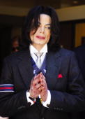 Michael Jackson smiles as he leaves the Santa Barbara County Courthouse after a day of his child molestation trial May 23 2005 in Santa Maria...