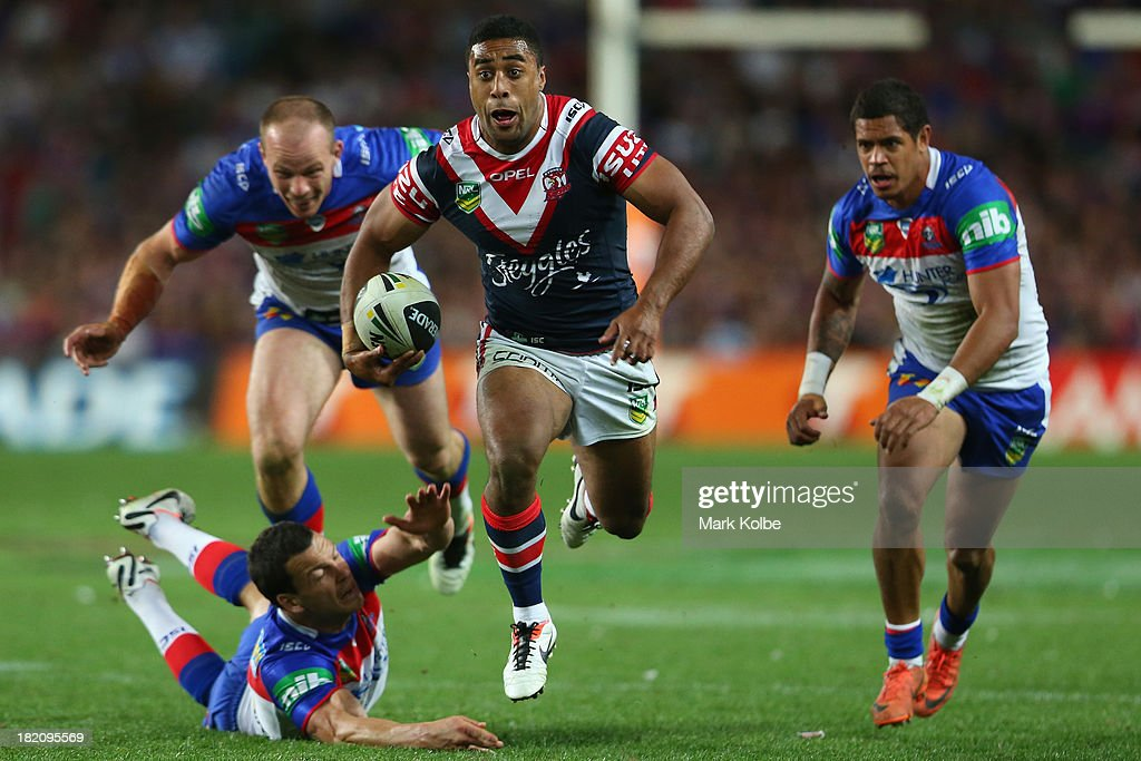 Michael Jennings of the Roosters makes a break during the NRL Preliminary Final match between the Sydney Roosters and the Newcastle Knights at Allianz Stadium on September 28, 2013 in Sydney, Australia.