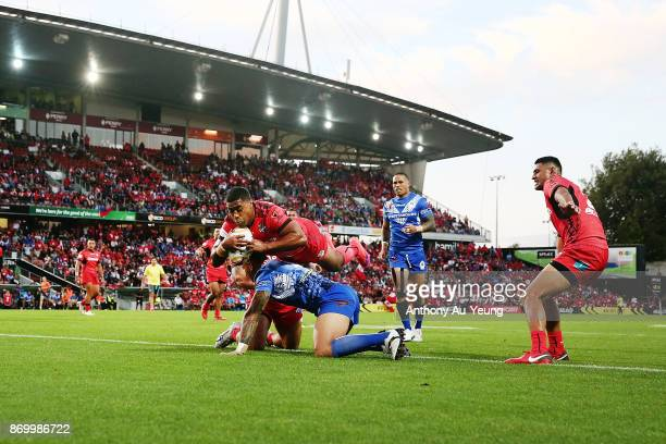 Michael Jennings of Tonga scores a try during the 2017 Rugby League World Cup match between Samoa and Tonga at Waikato Stadium on November 4 2017 in...