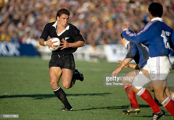 Michael Jones of New Zealand in action against France during the Rugby Union World Cup Final held in Auckland on 20th June 1987 New Zealand won 299