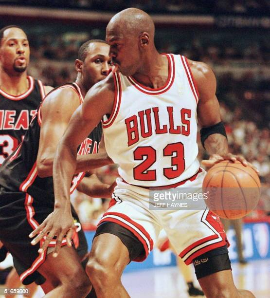 Michael Jordan of the Chicago Bulls drives past Willie Anderson of the Miami Heat 22 May during the first half of game two of the NBA Eastern...