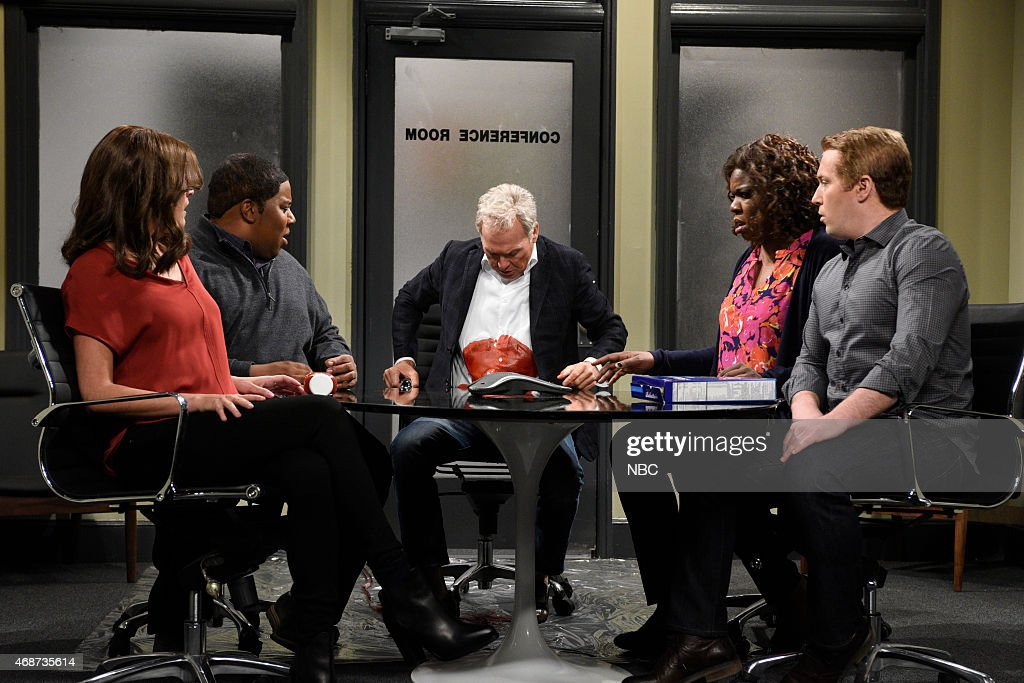 LIVE 'Michael Keaton' Episode 1679 Pictured Cecily Strong Kenan Thompson Michael Keaton as Mr Wallace Leslie Jones and Beck Bennett during the 'Ad...