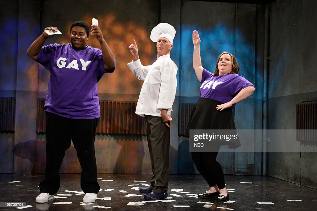 LIVE 'Michael Keaton' Episode 1679 Pictured Kenan Thompson Michael Keaton and Aidy Bryant during the 'CNN Newsroom' skit on April 4 2015