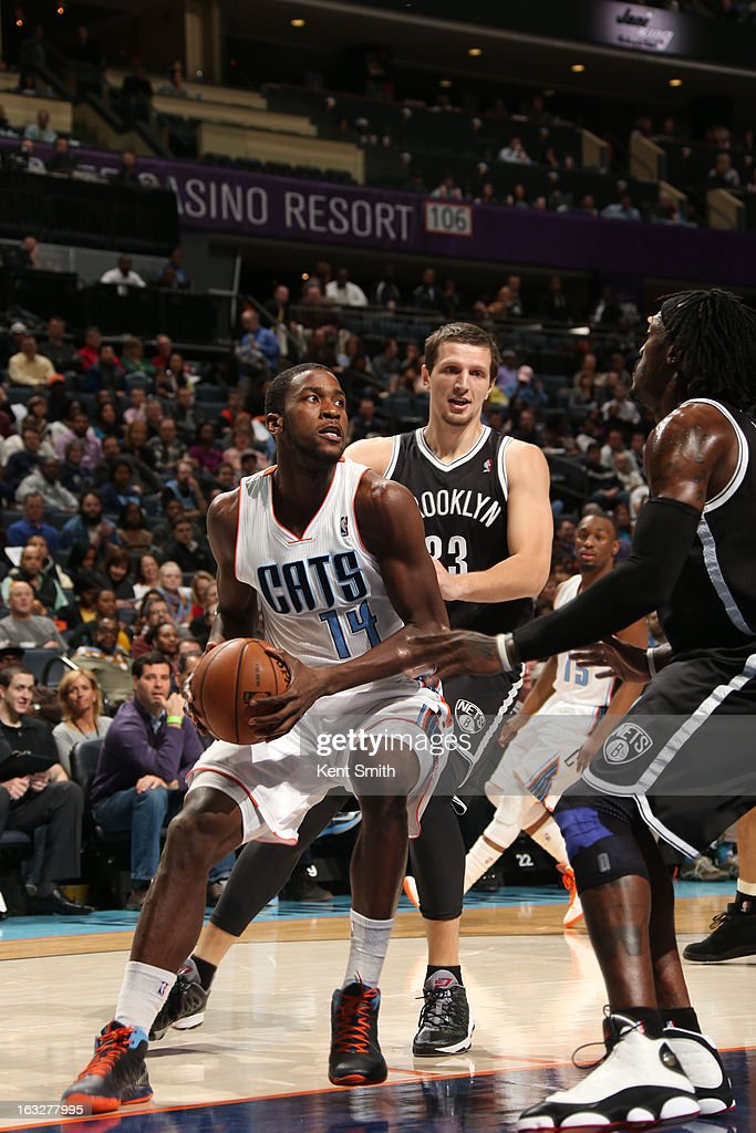 Michael Kidd-Gilchrist #14 of the Charlotte Bobcats drives against Mirza Teletovic #33 and Gerald Wallace #45 of the Brooklyn Nets at the Time Warner Cable Arena on March 6, 2013 in Charlotte, North Carolina.