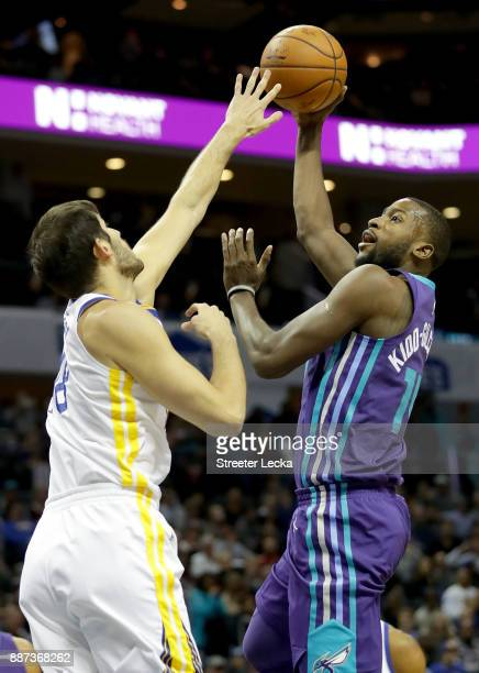 Michael KiddGilchrist of the Charlotte Hornets drives to the basket against Omri Casspi of the Golden State Warriors during their game at Spectrum...