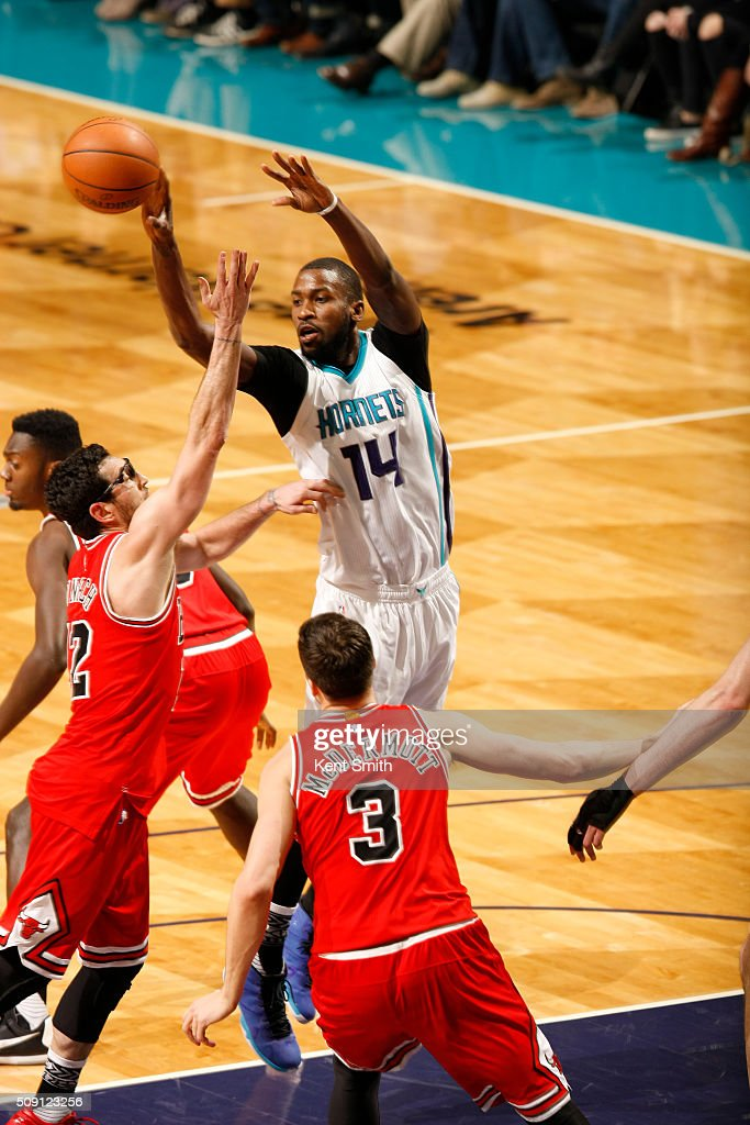 <a gi-track='captionPersonalityLinkClicked' href=/galleries/search?phrase=Michael+Kidd-Gilchrist&family=editorial&specificpeople=8526214 ng-click='$event.stopPropagation()'>Michael Kidd-Gilchrist</a> #14 of the Charlotte Hornets on the pass against the Chicago Bulls during the game at the Time Warner Cable Arena on February 06, 2016 in Charlotte, North Carolina.